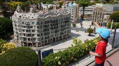 Catalunya en Miniatura: Passejar a pas de gegant pels indrets més representatius de Catalunya? Passar d'arbre en arbre penjats d'una tirolina?