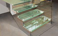escada: saiba como usar a escada de vidro na decoração da casa