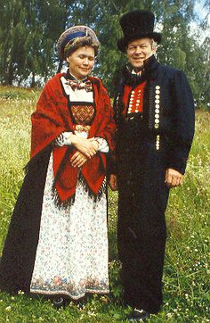 Traditional Norwegian wedding and marriage clothing - a wonderful collection from ForumBiodiversity.com