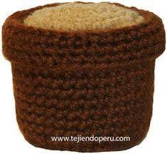 Cómo tejer un macetero con tierra que pueden utilizar para los cactus, flores, etc. en crochet (amigurumi).