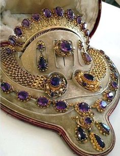 Grand and exquisite gold and amethyst parure. #GoldJewelleryTurkish
