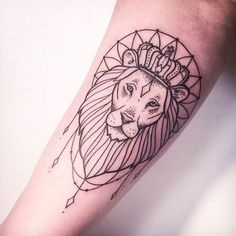 Lion done in linework #lion #linework #btattooing #lionhead #blackwork #animal #subtle #MelinaWendlandt #fineline