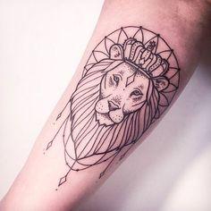 Lion done in linework #lion #linework #btattooing #lionhead #blackwork #animal #subtle #MelinaWendlandt #fineline
