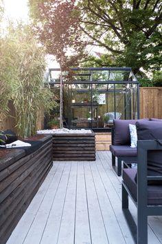 Se Kristins gode soner i uterommet - Jotun Uteinspirasjon Outdoor Furniture Sets, Outdoor Decor, Terrace, Mid-century Modern, Garden Design, Planters, Home And Garden, Loft, Patio