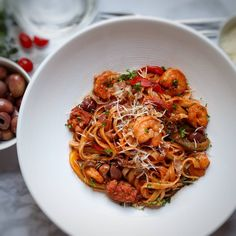 All good meals start and end with pasta! Tomato Linguine, Prawn Pasta, Easy Weekday Meals, Easy Meals, Spicy Prawns, Veggie Fries, Eat To Live, Pasta Recipes, Good Food