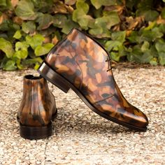 Handcrafted Custom Made Goodyear Welted Chukka Boots in Italian Raw Crust Leather with a Brown Camo Hand Patina Finish From Robert August. Create your own custom designed chukka boots . Hot Shoes, Men's Shoes, Shoe Boots, Dress Shoes, Shoes Men, Big Men Fashion, Mens Fashion Shoes, Patina Style, Gentleman Shoes