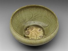 Alms bowl Vietnam, Tran dynasty, 13th–14th century Stoneware with yellow-green glaze, incised decoration, five spur marks, 9.5 x 19.5 cm Museum of Fine Arts, Boston, 1992.309