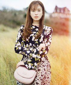 Han Hyo-joo (한효주) - Picture @ HanCinema :: The Korean Movie and Drama Database Korean Actresses, Korean Actors, Han Hyo Joo Fashion, Asian Celebrities, Celebs, Korean Photoshoot, Beautiful Asian Women, Asian Woman, Kpop Girls