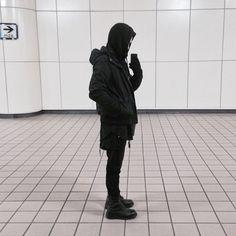 Street Goth, Men Street, Minimal Fashion, Urban Fashion, Mens Fashion, Cyberpunk, Stone Island Clothing, Ninja Outfit, Yoji Yamamoto