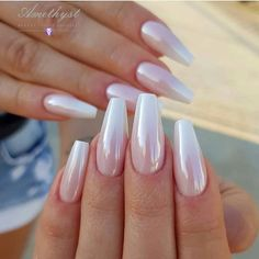 If you want to create an interesting yet stylish look for your nails, you should consider white nail designs. The bright, crisp color highlights your nails, while their neutrality does not always make them look awkward. Chic Nails, Stylish Nails, Pearl Nails, Classic Nails, White Nail Designs, Fire Nails, Sparkle Nails, Manicure E Pedicure, Best Acrylic Nails