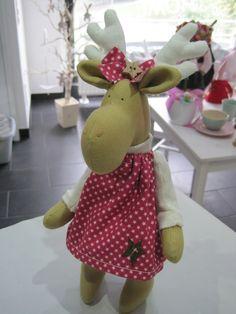 Wohndekoration - Elch, Elchmädchen, Deko, Weihnachten, Geschenk - ein Designerstück von Sweet-Home-IrisGorhold bei DaWanda