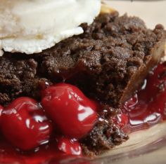 And it couldn't be more delicious. Black Forest Dump Cake Recipe, Black Forest Cake, Dump Cake Recipes, Dessert Recipes, Dump Cakes, Poke Cakes, Bundt Cakes, Chocolate Cherry, Chocolate Desserts
