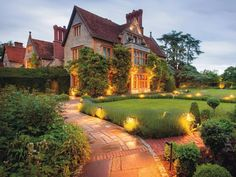 A feast for the senses awaits at Belmond Le Manoir aux Quat'Saisons. The vision of chef Raymond Blanc, Oxford is yours to explore from this sublime country retreat English Architecture, Europe, Island Resort, Luxury Travel, Travel Uk, Luxury Hotels, Beach Hotels, London England, Oxford England
