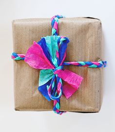 Paper streamer braided wrapping (A Subtle Revelry) Present Wrapping, Wrapping Ideas, Crepe Paper Streamers, Pretty Packaging, Packaging Ideas, Gift Packaging, Gifts For An Artist, Christmas Gift Wrapping, Christmas Ideas