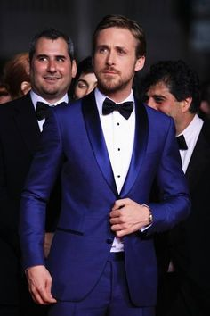 Ryan Gosling spotted in a striking, electric blue suit!