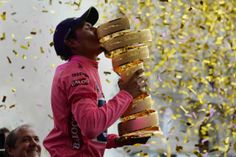 """Il trofeo del Giro d'Italia si intitola """"Senza fine"""": è una spirale dorata di rame, su cui vengono incisi i nomi dei vincitori. Bravo Nairo, te lo sei meritato!"""