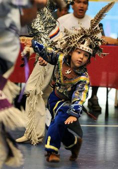 I want to squish his cuteness. Amazing dancer pow wow!♥