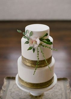 modern romantic inspiration wedding cake