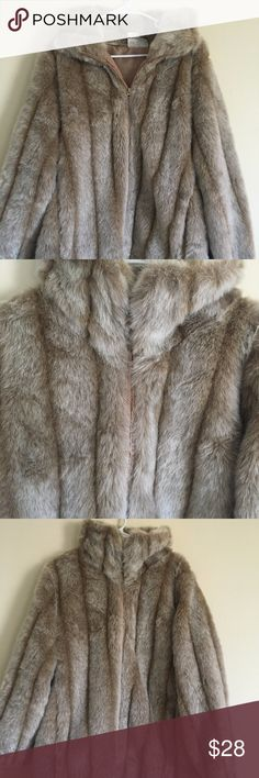 Roman's Faux Fur Women's Beige Coat Romans Women's Coat  Description: Size: L Color: Beige Brand: Romans   All of our products come from and are kept in a smoke free and pet free environment. They are also properly cleaned and taken care of. We also offer same day delivery to ensure that you receive your product as soon as possible.   Condition Item is in excellent, gently used condition. No holes or tears are present - all buttons are present.   100% Customer Satisfaction Roman's Jackets…