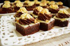 Negresă din albușuri cu ciocolată și krantz Bacon, Food And Drink, Dessert Ideas, Desserts, Sweets, Fine Dining, Tailgate Desserts, Deserts, Postres