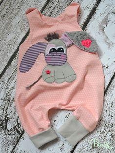 """Bio Baby Strampler mit """"Esel"""" Applikation, Mädchen, Strampler, Geschenk, Geburt, Eselchen, rosé, Babyoutfit, Babygirl, Bio-Jersey von BauchArt auf Etsy"""