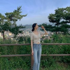 Kim Yerim, Photo Poses, Girl Photos, Ulzzang, Mom Jeans, Korean, Instagram, Ideas, Fashion