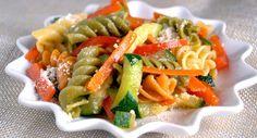 Pasta multicolor con vegetales