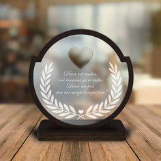 Placheta plexi - Personalizata mesaj Placheta personalizata realizata din plexiglass de 5mm si lemn pfl culoare Wenge de 3mm....  #Cadourifemeie/mama/sotie #Cadouribarbat/tata/sot #Plachetelemn -  #plachetacuplu #plachetaiubire #plachetaplexi #plachetaplexiglass #plachetaporumbel #plachetastiplex #tata Sign Board Design, Trophy Design, Laser Cut Acrylic, Plexus Products, Laser Engraving, Laser Cutting, Bookends, Valentines Day, Nasa