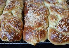 Tsoureki the way Ya-ya used to make it Greek Easter Bread, Greek Bread, Easter Bread Recipe, Easter Recipes, Greek Desserts, Kid Desserts, Greek Recipes, Dessert Recipes, Greek Sweets