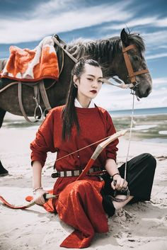 Asian warrior with horse Traditional Chinese, Chinese Style, Traditional Dresses, Hanfu, Turandot Opera, Cultures Du Monde, Witch Aesthetic, Chinese Clothing, Poses