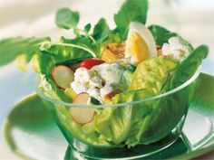 Savukalasalaatti käy kevyestä lounaasta.