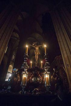 La Madrugada en el interior de la Catedral, por Serrano Catholic Art, Religious Art, At Home Workout Plan, Holy Week, Some Image, Crucifix, World, Interior, Saints