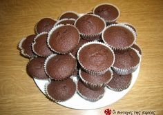 Cupcakes Σοκολάτας συνταγή από louzi - Cookpad 1st Birthday Parties, Muffins, Cheesecake, Easy Meals, Cooking Recipes, Sweets, Cookies, Breakfast, Desserts