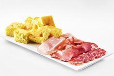 Para anotar e fazer já! >> Receita Gourmet: Foccacia de Queijo by Smeg. http://montacasa.gudecor.com.br/blog/receita-gourmet-foccacia/