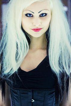 DIY Halloween Hair: DIY Halloween Hairstyles : Phoebe