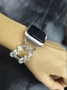 New Apple Watch Bands, Apple Watch Series, Apple 5, Apple Watch Leather Strap, Silver Apples, Silver Jewelry, Unique Jewelry, Beautiful Watches, Metal Bracelets