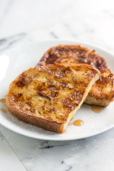 How to Make French Toast - Easy French Toast Recipe from www.inspiredtaste.net #breakfast #recipe