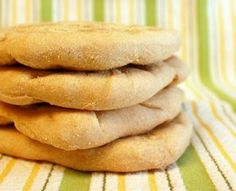 I added pita bread to my Things to Make While I'm because my first time making it was a complete and total flop. It was one of t. New Recipes, Dinner Recipes, Dinner Ideas, Yeast Biscuits, Whole Wheat Pita Bread, Homemade Pita Bread, Bread Baking, Hot Dog Buns, Delish