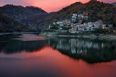 Op anderhalf uur rijden van Rome vind je Rieti. Dit mooie stadje ligt  aan de oever van de Fiumo Salto, een kleine rivier die ontspringt in Lago Salto.