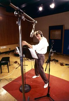 Post with 0 votes and 34749 views. David Bowie recording the labyrinth soundtrack, 1985 Rock & Pop, Rock N Roll, Labyrinth 1986, David Bowie Tribute, The Thin White Duke, Major Tom, Life On Mars, Ziggy Stardust, Lady Stardust