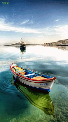 al fresco & ambient Old Boats, Small Boats, Water Ripples, Boat Art, Boat Painting, White Clouds, Cool Animations, Live Wallpapers, Belle Photo