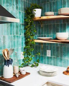 Green Kitchen, New Kitchen, Kitchen Decor, Kitchen Design, Kitchen Ideas, Tropical Kitchen, Funky Kitchen, Decorating Kitchen, Kitchen White