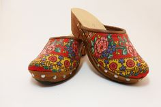 "Tradicional of Minho worn by the Portuguese ""lavradeiras"" handmade clog red scarf pattern Visit Portugal, Portugal Travel, Clogs, Folk, Portuguese Culture, Back To School Sales, Red Scarves, Vintage Scarf, Walk On"