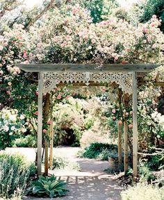 Orientalisk rosenpergola i trä med patina