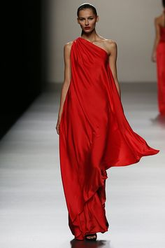 Dress evening to wear to a wedding red gowns 29 Ideas Red Fashion, Runway Fashion, Fashion Beauty, Style Fashion, Fashion Outfits, Fashion Design, Beautiful Gowns, Beautiful Outfits, Gorgeous Dress