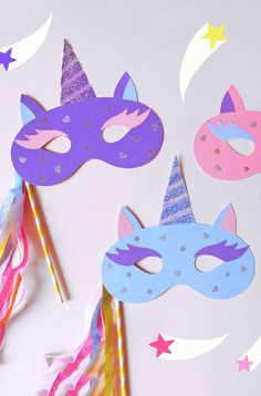 Unicorn Maskcountryliving Perfect mask for a unicorn party or Halloween! Prepare to be the master of (DIY) disguise this Halloween. Masque Halloween, Diy Halloween, Halloween Crafts For Kids, Fun Crafts For Kids, Preschool Crafts, Diy For Kids, Halloween Unicorn, Halloween Halloween, Unicorn Birthday Parties