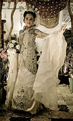 traditional Indonesian wedding dress Flower Exhibition 2009
