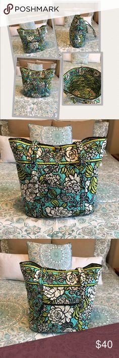 Vera Bradley Tote Bag Gently used Vera Bradley Tote Bag Vera Bradley Bags Totes