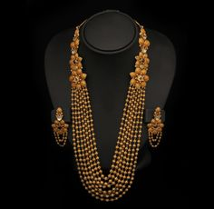 Crafted of 22 carat gold, beaded, and 7 stringed, its fine continuity is enhanced by the floral motifs.