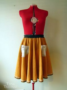 Recycle skirt for a customer. The hem is made out of a round table cloth, the pockets used to be regular doilies and the waistband is made of a tea towel material.